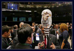 Deputados protestam contra Eduardo Cunha durante sessão do plenário. Foto Orlando Brito